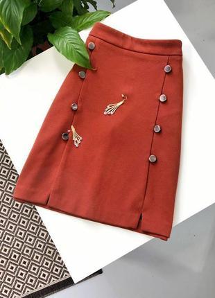 Стильная терракотовая юбка с металлическими пуговицами и карманами высокая талия next