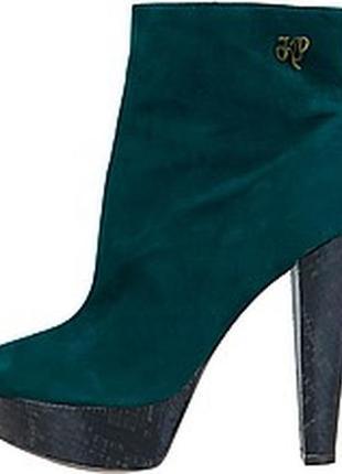 Крутые осенние ботинки на высоком каблуке