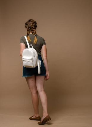 Белый вместительный женский рюкзак из кожзама