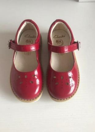 Детские лаковые туфли girls red clarks air spring fx shoes