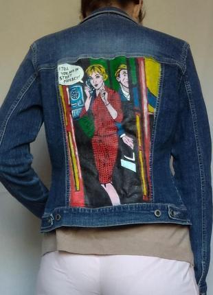 Стильная джинсовка с авторским принтом