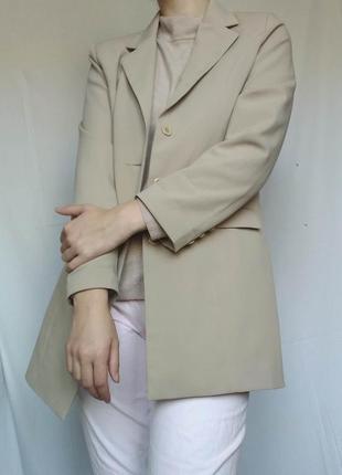 Стильный бежевый пиджак (жакет)