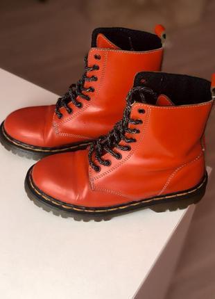 Ботинки кожаные  мартенсы