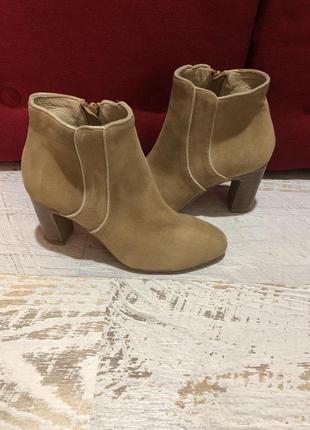 Новые натуральные фирменные ботинки 36р.