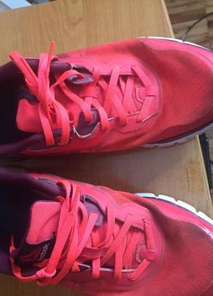 Почти новые кроссовки reebok