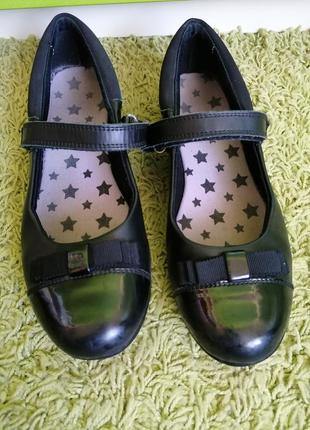 Кожаные школьные туфли
