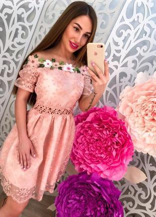 Милое платьице с открытыми плечами из дорогого кружева и органзы с вышивкой