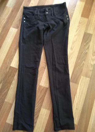 Черные стрейчевые брюки 31 размер