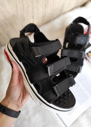 Крутые массивные черные женские босоножки сандалии