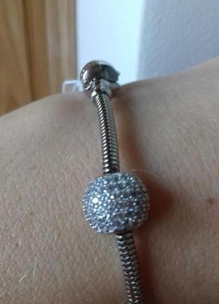 Серебряный шарм для браслета  пандора в камнях