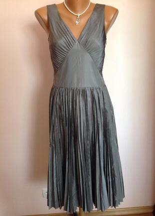 Суперовое плиссированное елегантное платье с шёлком. /s/ brend banana republic