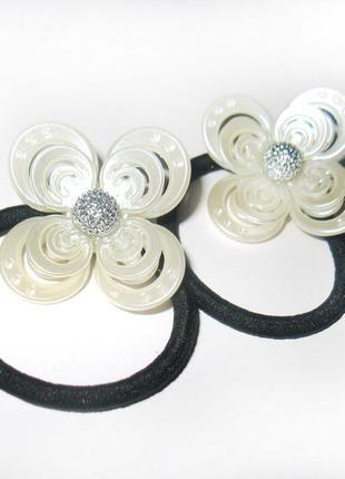 Резинка для волос с большим перламутровым цветком