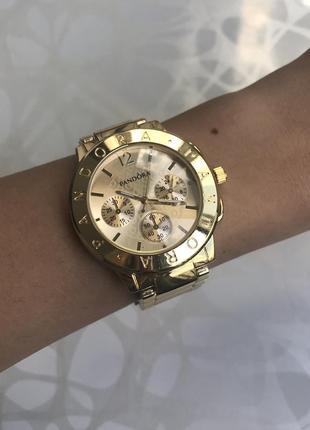 Женские наручные модные металлические часы золотистые