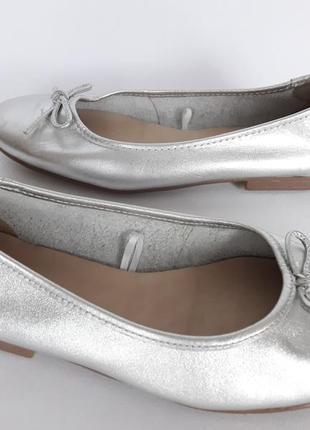 Серебристые кожаные туфельки балеточки