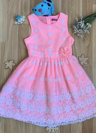 Фирменное нарядное платье yd девочке 6-7 лет состояние отличное .