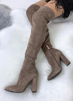 Шикарные ботфорты на каблуке цвета капучино