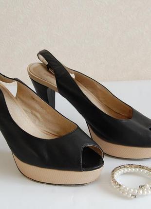 Босоножки кожаные черные braska на платформе и высоком каблуке.