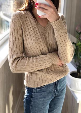 Бежевый джемпер в косы свитер