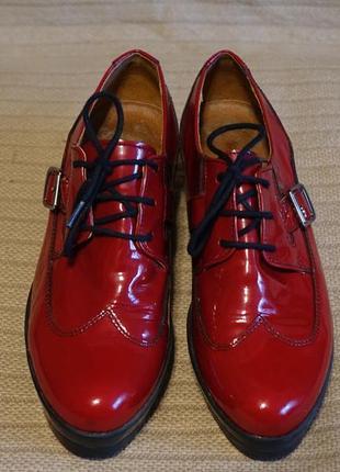 Эффектные вишневые лакированные кожаные туфли-криперы la butte франция 37 р.