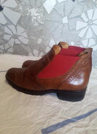 Рыжие кожаные ботинки челси. италия.