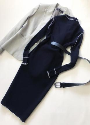Красивое платье по фигуре в рубчик