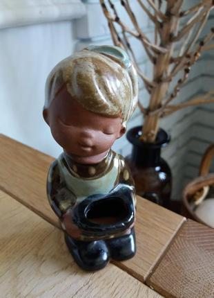 Статуэтка. девочка/ норвегия/ винтаж/ керамика/ глазурь