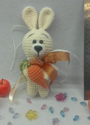 Брелок заяц с морковкой