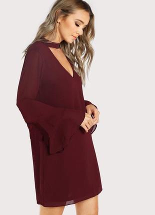 Платье свободного кроя с чокером бордовое марсал винное
