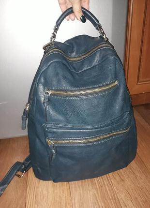 Шикарный вместительный рюкзак бутылочного цвета!