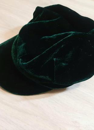 Оксамитова зелена кепка