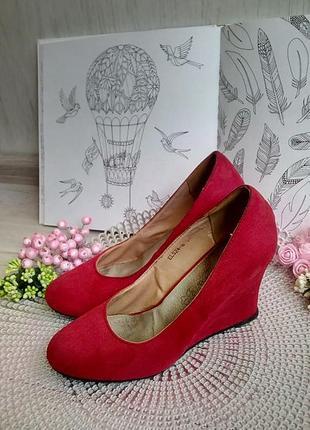 Туфли красные на танкетке текстиль 38 размер фирменные такарди