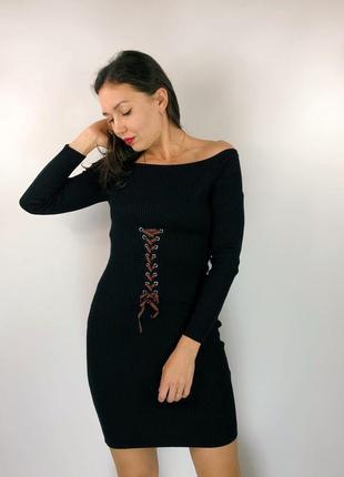 Платье в рубчик со шнуровкой на талии
