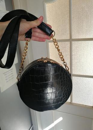 Шикарная круглая сумка клач чёрная кожа цепочка ремешок ручка длинная