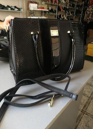 Стильная сумка кожа змеря крокодил короткие ручки чёрная большая