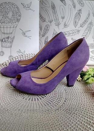 Туфли фиолетовые сиреневые на среднем устойчивом каблуке фирменные 38,5