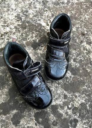 Лаковые ботинки  для девочки