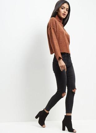Оверсайз свитер с горлом в стиле хюгге new look