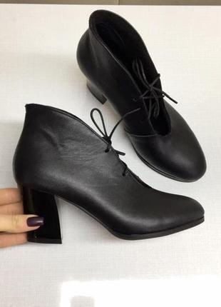 Женские кожаные ботильоны на каблуке 6 см