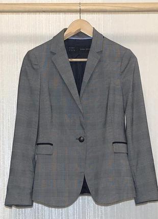 Классный пиджак в актуальной расцветке zara