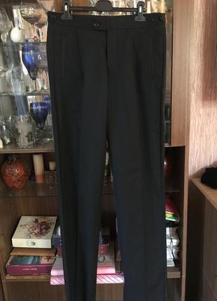 Чёрные стильные брюки с лампасами и платье классное батал!