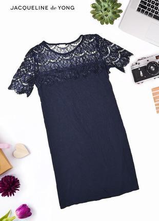 Платье с кружевами на плечах и рукавах jacqueline de youg
