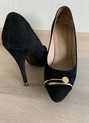 Туфли черные замшевые. италия