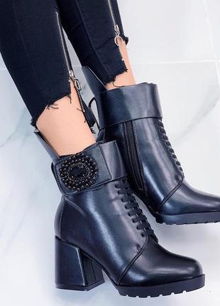 Шикарные женские зимние ботинки на каблуке
