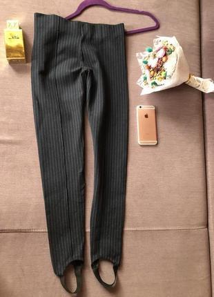 Шикарные темно синие брюки zara c резинками снизу
