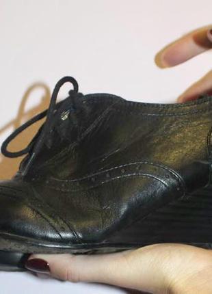 Ботинки кожаные туфли закрытые оксфорды на шнуровке на танкетке чёрного цвета pier one