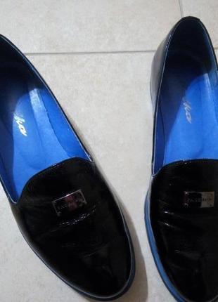 Лаковые туфли р.37