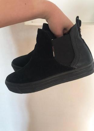 Суперовые замшевые демисезонные ботинки tommy hilfiger