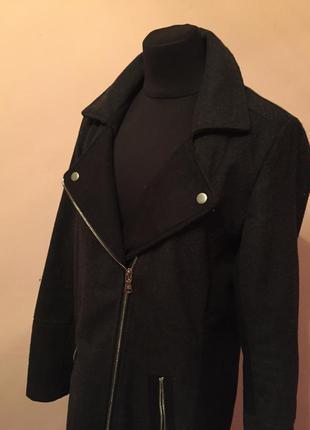 Серо-чёрное драповое пальто осеннее