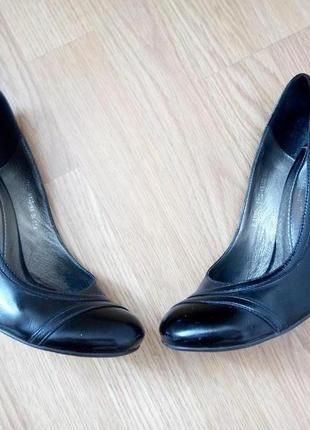 Лаковые кожаные туфли р.36