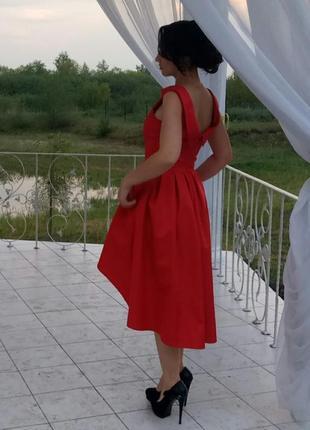 Ефектное вечернее платье винного цвета со шлейфом